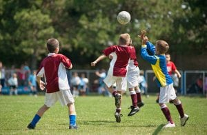 Amerika Syarikat Haramkan Pemain Bawah 10 Tahun Menanduk Bola
