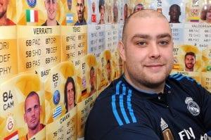 Lelaki Ini Menyara Hidup Keluarganya Dengan Hanya Bermain FIFA