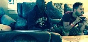 Bintang NFL Sahut Cabaran Gamers Bermain FIFA 16, Belasah Pasukan Gamers 9-1