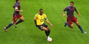 Akaun Twitter Rasmi Arsenal Dan Barcelona 'Bergaduh' Tentang Thierry Henry