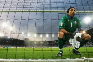 Buffon Tulis 'Surat Cinta' Untuk Pintu Gol Sempena Rekod Serie A Yang Dipecahnya