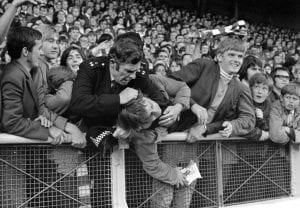 Kisah Bagaimana Anfield Menjadi 'Rumah' Manchester United Pada 1971