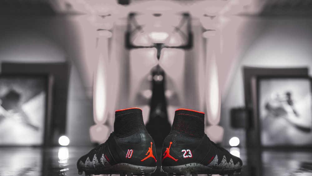 Nike Lancar Kasut Bola Sepak Inspirasi Dari Kasut Bola Keranjang Micheal Jordan