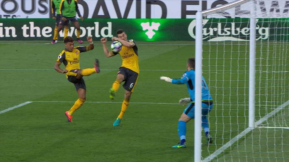 Bekas Pengadil Jelaskan Keputusan Pengadil Premier League, Gol Koscielny Dikira