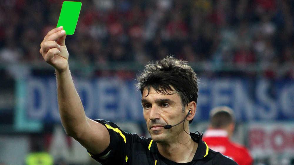Pemain Serie B Dapat Kad Hijau Dari Pengadil Selepas Lakukan Tindakan Fair Play