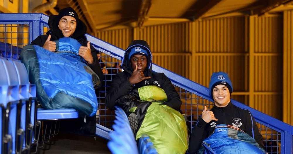 Skuad B-23 Tahun Everton Tidur Stadium Untuk Raih Duit Bantu Gelandangan