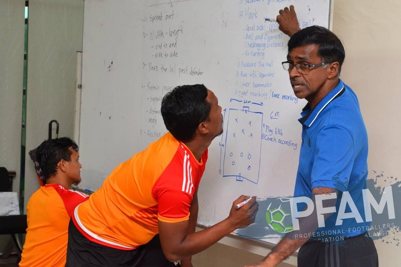Malaysia Perlu Galakkan Pemain Bukan Pro Dapatkan Lesen & Jadi Jurulatih Bola  ...