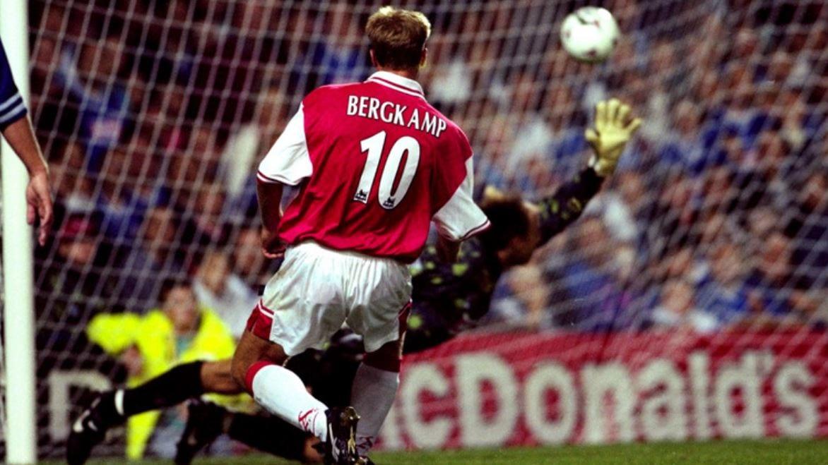 Lagenda Dennis Bergkamp, Kisah Penjaring Gol Yang Artistik Dari Belanda!
