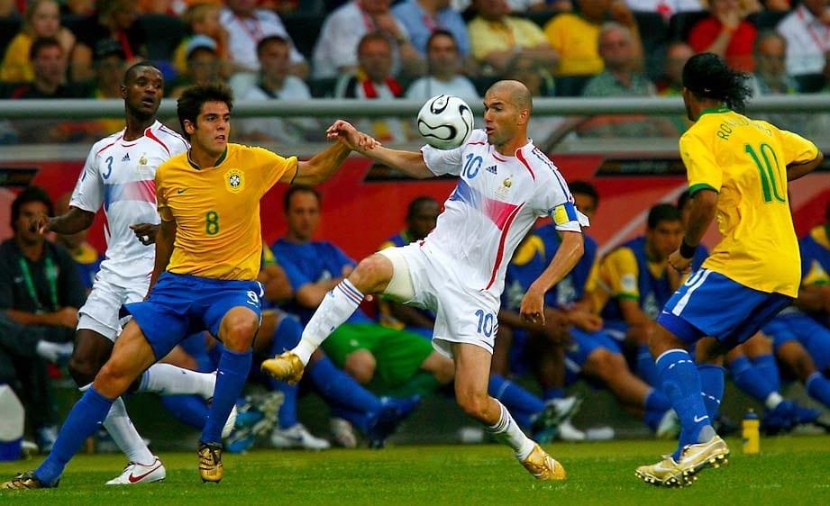 5 Pemain Bola Sepak Yang Keluar Dari Persaraan Demi Membantu Pasukan Kebangsaan