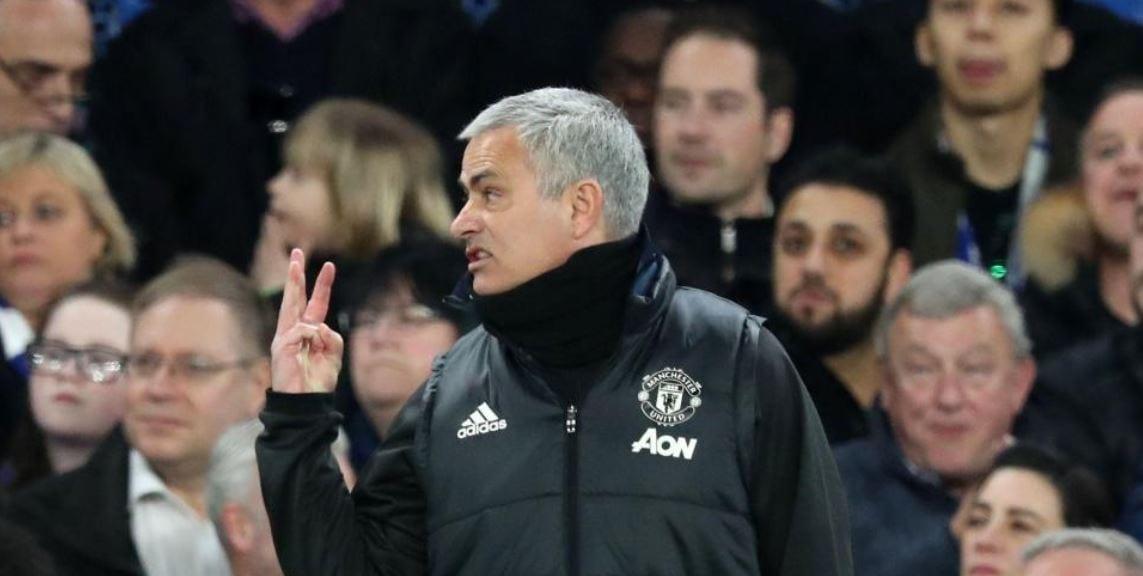 Di'chant' Judas, Mourinho Tunjuk 3 Jari Kepada Penyokong Chelsea Sebagai  ...