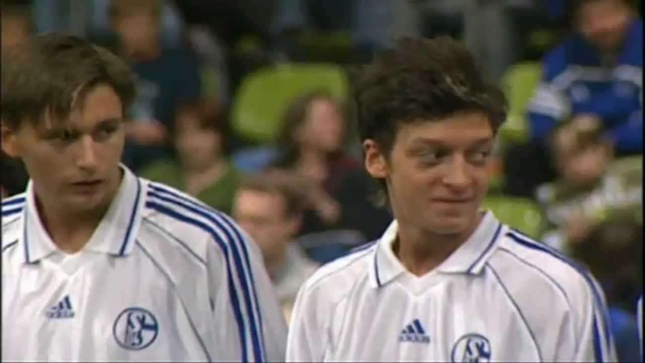 Dokumentari Ringkas, Perjalanan Karier Mesut Ozil Pada Usia Muda