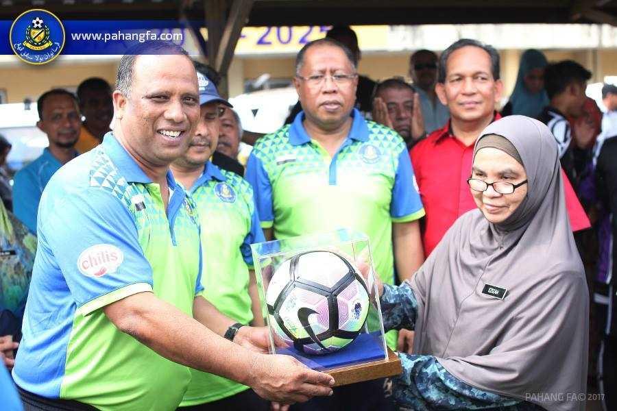 Skuad Pahang Adakan Lawatan Ke Sekolah, TMP Serah Sumbangan Wang