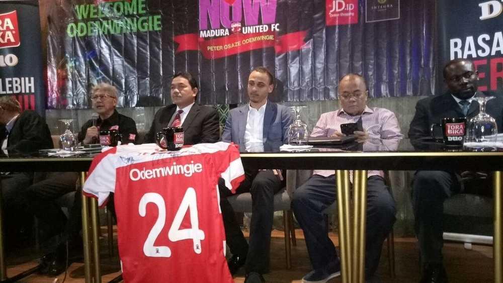 Peter Odemwingie Sah Sertai Kelab Indonesia Madura United