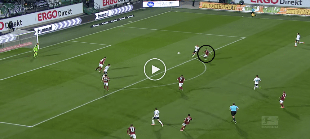 VIDEO: Pemain Ini Jaringkan Gol Sendiri Yang Cukup Cantik