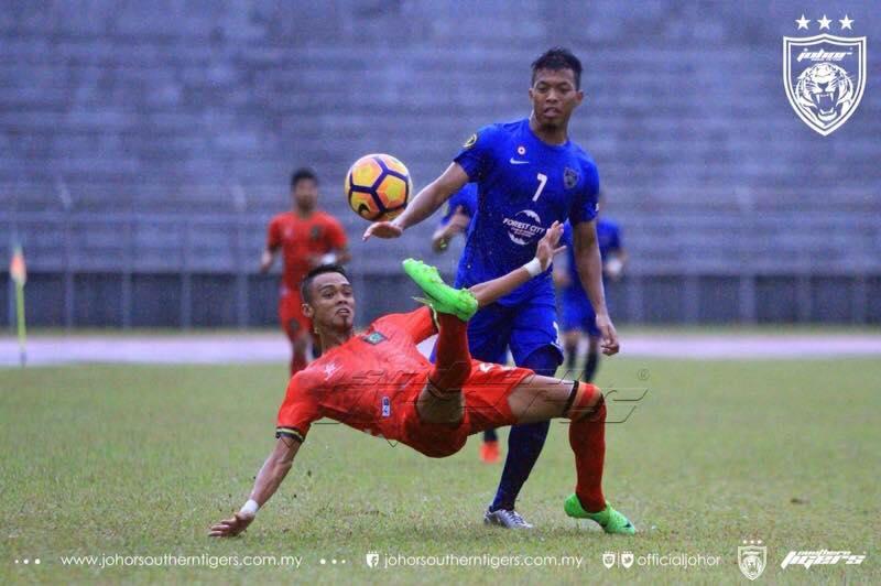 Pemain Piala Presiden Sarawak, Syazwan Busrah Dikejarkan Ke Hospital Selepas  ...