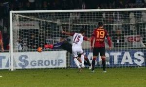 Video: Koleksi Aksi Menyelamat Penalti Dari Pemain Bukan Penjaga Gol