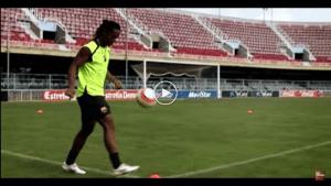 VIDEO: Sesi 'Crossbar' Ronaldinho Bersama Nike Tiempo Satu Ketika Dahulu