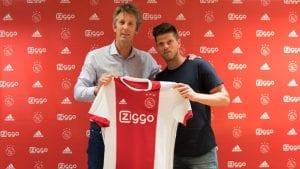 Ajax Amsterdam Kembali Tandatangani Klaas Jan Huntelaar, Beri Kontrak Setahun