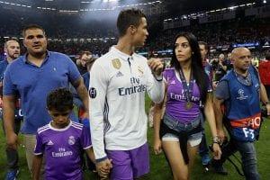 Kajian: Cristiano Ronaldo Cenderung Pamer Prestasi Terbaik Ketika Berpacaran  ...